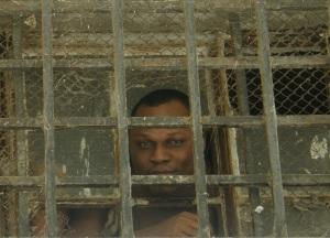 Un détenu dans un centre de détention de l'Evros, à la frontière gréco-turque, en octobre 2011 (Photo C.Wilkens)
